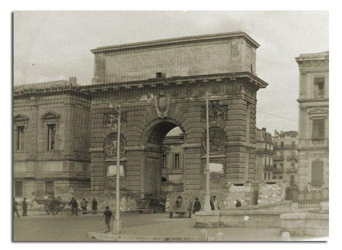Montpellier l 39 arc de triomphe apres la liberation - Arc de triomphe montpellier ...